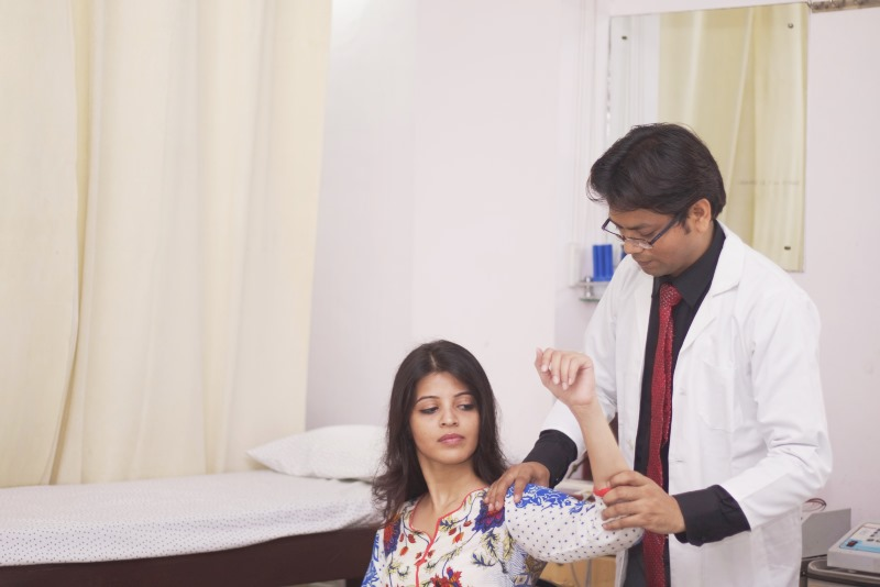Dr Aggarwal physio therapist-1